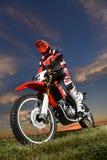 ManRidond motorcykel royaltyfri fotografi