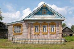 Mansão de madeira de Rússia imagens de stock royalty free