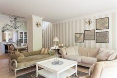 Mansão do vintage - sala de estar Fotos de Stock Royalty Free