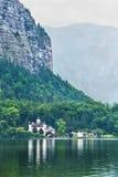Mansão no lago da montanha Foto de Stock Royalty Free