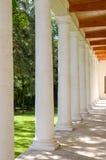 Mansão velha com colunas Imagens de Stock Royalty Free