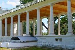 Mansão velha com colunas Imagem de Stock Royalty Free
