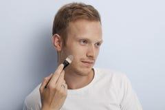 Mans ansikts- kosmetiska behandling. Royaltyfri Fotografi