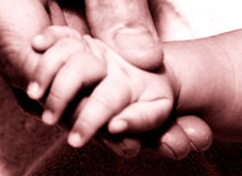 Mans hand holding baby hand2 Royalty Free Stock Photos