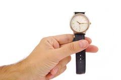 Mans hand med den eleganta klockan på en vit bakgrund för objekttid för bakgrund begrepp isolerad white royaltyfria foton