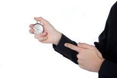 Mans hand med en stoppur på vit bakgrund royaltyfria foton