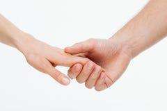 Mans hand som rymmer försiktigt kvinnas hand Royaltyfria Bilder