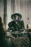 Mans skelett- döda för gammal västra poker handen Royaltyfri Fotografi