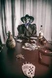 Mans skelett- döda för gammal västra poker handen Arkivbild