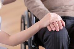Mansammanträde på en rullstol Fotografering för Bildbyråer