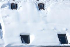 Mansarda coperta di neve bianca Fotografie Stock Libere da Diritti