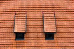 Mansarda kafelkowy dach. zdjęcie stock
