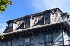 Mansarda stylu dach na domu w przylądku Maj, Nowy - bydło obrazy stock