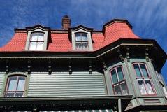 Mansarda stylu dach na domu w przylądku Maj, Nowy - bydło zdjęcie royalty free