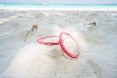 Manschette auf Sand Lizenzfreie Stockfotografie