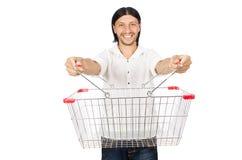 Manshopping med den isolerade supermarketkorgvagnen arkivfoton
