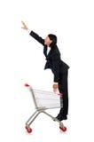 Manshopping med supermarketkorgvagnen Arkivfoton