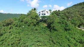 Mansión aislada en el top de la colina; St Thomas, U S Islas Vírgenes almacen de metraje de vídeo