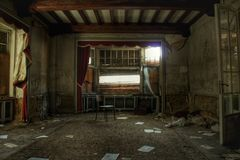 Mansión fantasmagórica destruida vieja en Europa fotografía de archivo libre de regalías