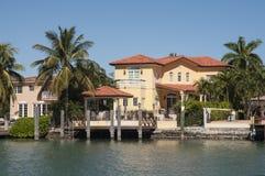 Mansión lujosa en la isla de la estrella en Miami Fotos de archivo libres de regalías