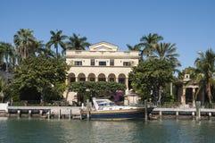 Mansión lujosa en la isla de la estrella en Miami Fotografía de archivo libre de regalías