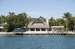 Mansión lujosa en la isla de la estrella en Miami Imagen de archivo libre de regalías