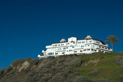 Mansion on a hill. White luxurious hotel on top of a hill in san clemente california with beautiful blue sky Royalty Free Stock Photos