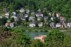Mansiones de Heidelberg en la orilla Imagen de archivo libre de regalías