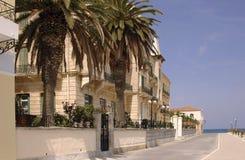 Mansiones de la línea de costa en Spetses Imágenes de archivo libres de regalías