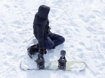 Mansnowboarding i vinter Royaltyfri Bild