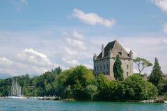 Mansão autêntica no lago Imagem de Stock Royalty Free