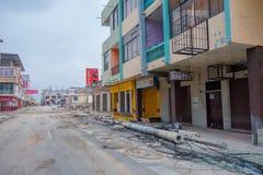 MANTA, ЭКВАДОР 11-ОЕ МАЯ 2017: Строя частично разрушенное во время сильного землетрясения измеряя 7 8 на шкале Рихтераа Стоковое Изображение