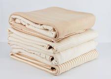 Manta beige natural del algodón para recién nacido Imágenes de archivo libres de regalías