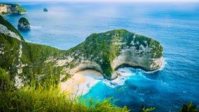 Manta-Bucht oder Kelingking-Strand auf Insel Nusa Penida, Bali, Indonesien lizenzfreies stockfoto