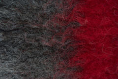 Manta de lana hecha a mano del fieltro en negro y rojo Fotografía de archivo libre de regalías