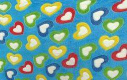 Manta para el amor por completo de corazones coloful Imagen de archivo