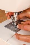 Mantainance van een naaimachine Royalty-vrije Stock Fotografie