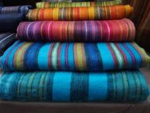 mantas colouful de la alpaca en el mercado de Spitalfields, foto de archivo