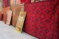Mantas en un departamento turco de la alfombra. Imagen de archivo
