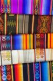 Mantas modeladas brillantemente coloreadas de la alpaca Imágenes de archivo libres de regalías