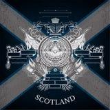 Manteau blanc des bras avec le cercle Lion Head et des armes de vintage sur le fond de drapeau de l'Ecosse Images stock