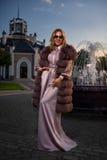 Manteau de fourrure du ` s de dame rose Photos libres de droits