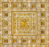 Manteau de Pius IX des bras du plafond de la basilique du saint Paul Outside les murs, à Rome photographie stock libre de droits