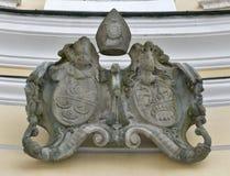 Manteau des bras dans St Michael Basilica chez Mondsee, Autriche Photographie stock