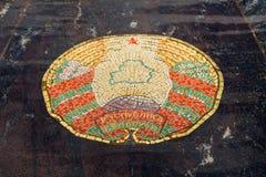 Manteau des bras du Belarus, représentés dans la fontaine Hanseatic Photos libres de droits