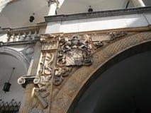 Manteau des bras historique dans le château, Brzeg, Pologne photos libres de droits
