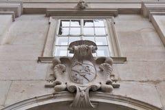 Manteau des bras sur le mur, cathédrale de Salzbourg, Autriche Photos stock