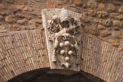 Manteau des bras sur une porte dans le mur autour de Vatican Rome, AIE Photo stock