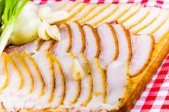 Manteca de cerdo salada con ajo y la cebolla Fotos de archivo libres de regalías