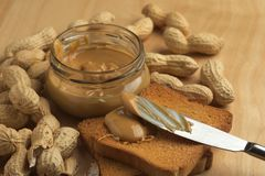 Manteiga de amendoim com biscoitos Foto de Stock Royalty Free